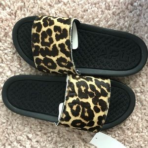 APL BRAND NEW IN BOX SLIDES LEOPARD PRINT SIZE 7